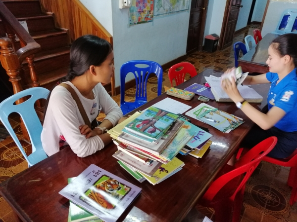 Shopping for books in Lao Language
